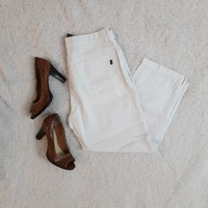 🔴 White jeans